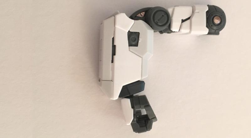 RGνガンダムの右腕の可動:90度曲げた状態