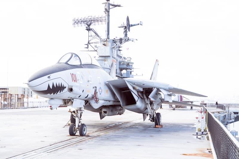 F-14トムキャット:斜め前方から