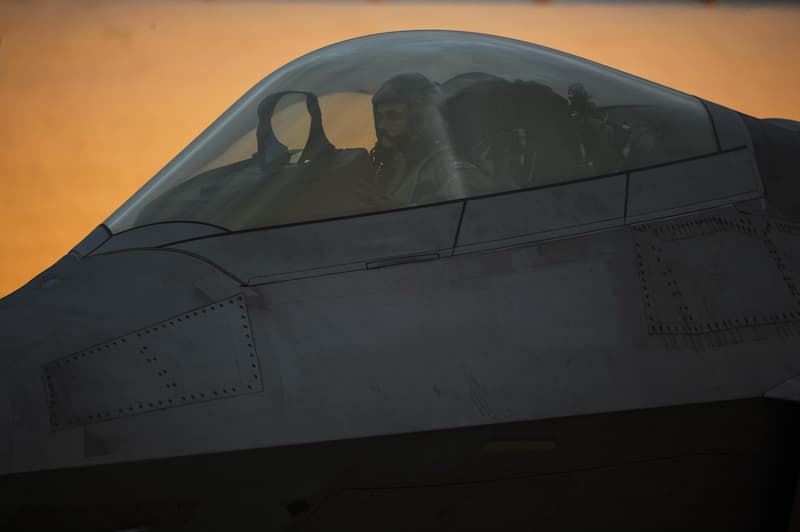 F-22:F-22 lands at Spangdahlem