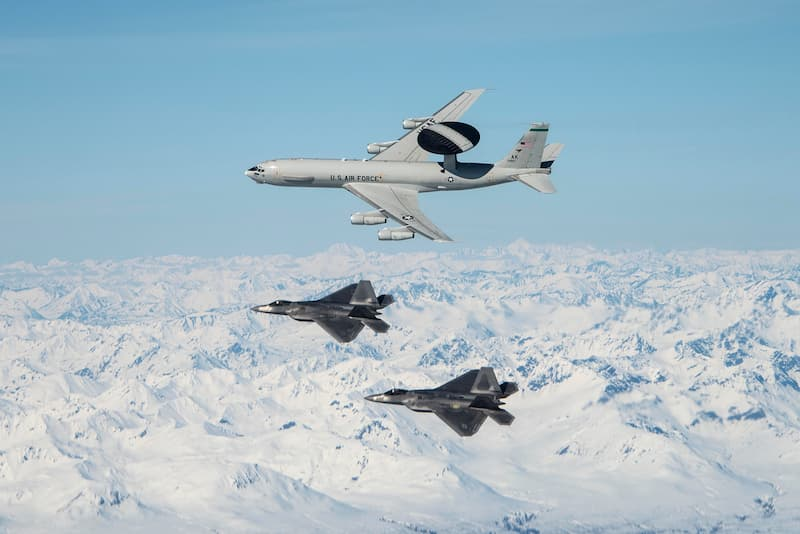 F-22、E-3:Total Force Airmen demonstrate Alaskan airpower