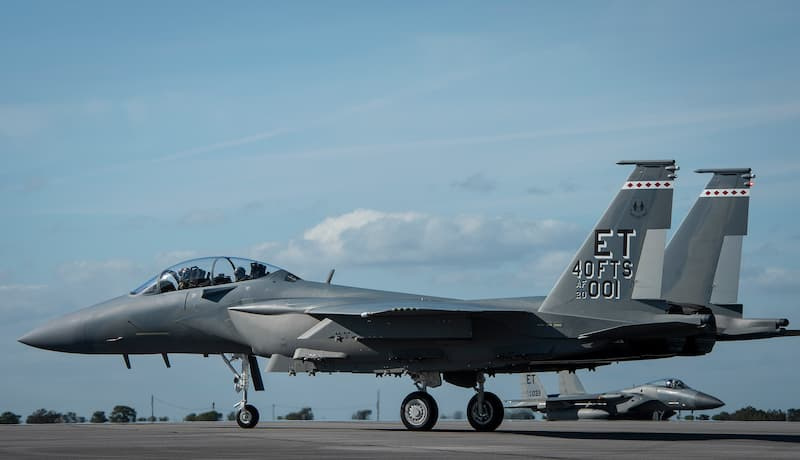 F-15EXイーグルII横:AF's first F-15EX arrives at Eglin