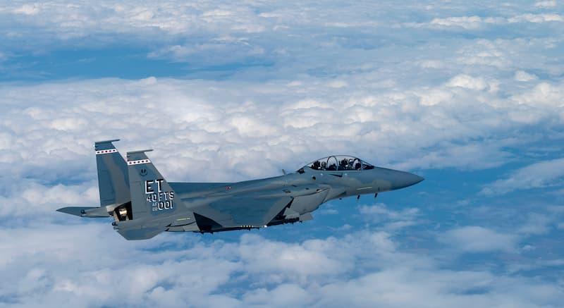 飛行中のF-15EXイーグルII:AF's first F-15EX arrives at Eglin