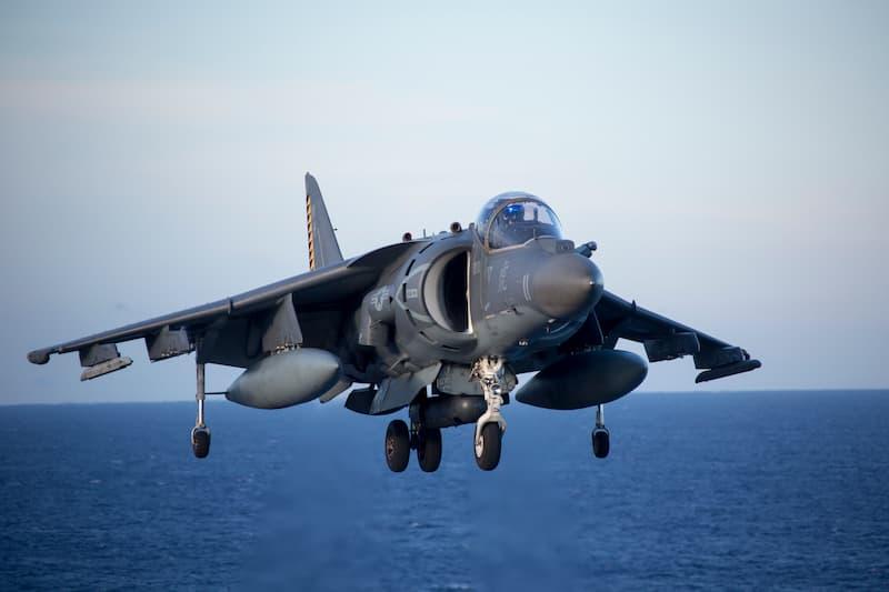 AV-8B Harrier II:着艦