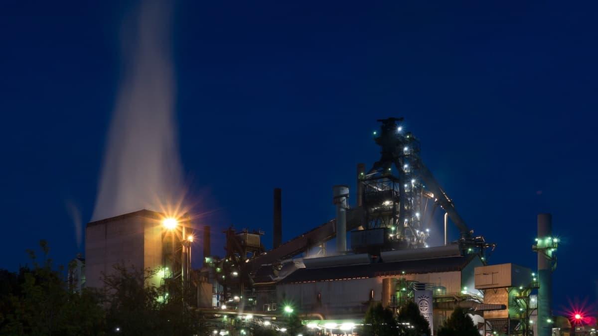 製鉄所の高炉